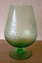 Großes Glas - Grün mit Traubenranken-Schliff - DDR