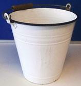 Kleiner Emaille-Eimer in Weiß