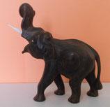 Elefant aus Teakholz