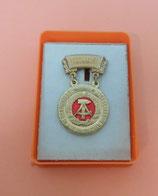 Ehrennadel für Verdienste im sozialistischen Bildungswesen