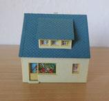 Haus mit blauem Dach