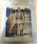 Altes Foto mit Zeichnung eines Soldaten aus dem 1. Weltkrieg