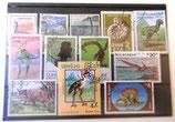 Einsteckfolie mit 12 ausländischen Briefmarken - Urzeittiere