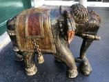 ELEPHANT ENCHAINE EN BOIS POLYCHROME 19 EME SIECLE