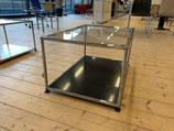 USM Haller Tisch b: 75  h: 35 t: 50 unten Tablar und oben Glastablar mit Chromglashalter