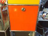 Klapptür 35 x 35 für das USM Haller System inkl. Schlosskasten/Riegel und Anschlagschnäpper in orange
