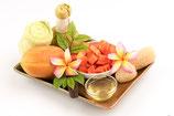 Kräuterstempel- Massage mit warmem Papaya- Aloe Bio Öl