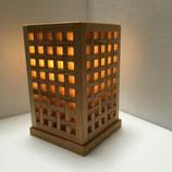 木の卓上型照明器具