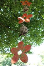 Dekokette mit orange Holzblüten im Retrolook (Nr. 0478)