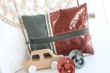 Feuchttücher-Etui, khaki und bordeaux mit weissen Punkten