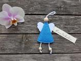 Engel aus Filz in blau mit kleiner Nachricht von ❤