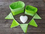 2 Stoffkörbchen & 10er Wimpelkette grün-weiß Sterne/Pünktchen
