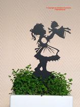 Art.Nr.: 6260ST - Pflanzenstecker Mäderl mit Puppe