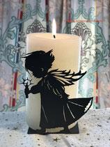 Art.Nr.: 6119K Kerzenständer Engel mit fliegendem Rock