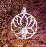 Lotus Anhänger mit Regenbogen Mondstein