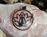 Meditation Lotus Anhänger mit Rosenquarz