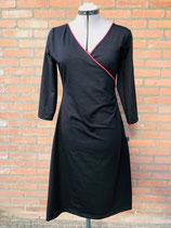 Dames overslag jurk effen zwart met rood boordje