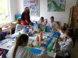 Kinder und Jugendliche malen am Freitag