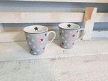 Tasse mit verschieden Farbenen Sternen