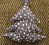 Weihnachtliches Bäumchen mittel blau Flocken