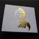 """Karte """"Buddha"""" weiß und gold geprägt."""