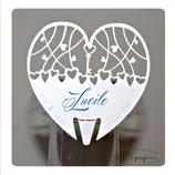 Marque-place personnalisé pour mariage : Forme coeur avec impression des prénoms de chaque invité