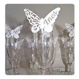 Marque-place papillon blanc avec prénom découpé et impression de la date en couleur et prénom des invités