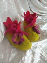 Babyfinkli Hellgrün mit Blume
