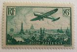 N°8 P.A. 85 c. vert foncé, avion survolant Paris