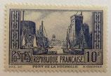 N°261  10 f. bleu: le port de la Rochelle