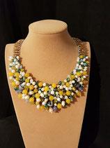 Collier, plastron,pierre naturelle, perle de culture d'eau douce, cristal et perle de verre.