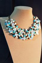 Collier court, collier semi-plastron, plastron perle de culture d'eau douce, cristal et pierre.