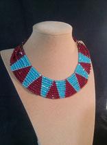 Collier style ethnique, en cristal rouge et turquoise