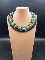 Collier court, ras de cou, plastron, vert pierres naturelles et cristal