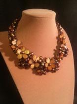 Collier ras de cou en perle de culture d'eau douce, camaïeu de doré et marron .