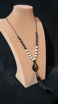 Sautoir fin, perle de culture d'eau douce, agate et pompon