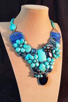 Collier, plastron, bleu turquoise, cristal, perle d'eau douce noire.