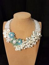Collier mariage, plastron mariage, perle de culture d'eau douce, cristal bleu clair, fleur aventurine.