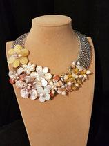 Collier, plastron, création unique, nacre, perle de culture d'eau douce, pierre et cristal.