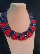Collier, style ethnique, en cristal rouge et cristal hématite.