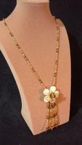 Sautoir fin, cristal doré et fleur de nacre,
