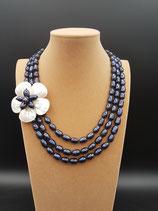 Collier perle d'eau douce noire et fleur nacre
