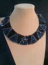 Collier, plastron, style ethnique, cristal noir et noir hématite
