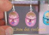 Boucle d'oreilles Matriochka miniatures en porcelaine froide couleur rose