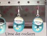 Boucle d'oreilles Matriochka miniatures en porcelaine froide couleur bleu vert