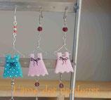 Boucles d'oreilles mes petites robes sur cintre  mon petit dressing couleur rose à pois