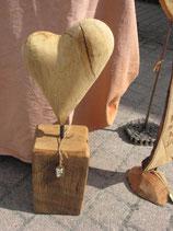 Eichen Holzherz auf einem Fachwerkbalken.Objektnr. 001