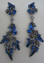 Blauer Blütenzweig