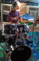 Schlagzeug spielen...