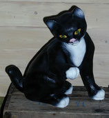 15110 Katze Figur leckt Pfote